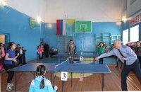 Кан-оол Даваа открыл районный турнир по настольному теннису среди школьников и сыграл с чемпионкой республики