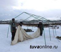 У мест проведения обряда Сан-Салыр установлены 40-местные палатки для обогрева