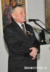 Известный камнерез Дондук Дойбухаа награжден медалью «100 лет городу Кызылу»