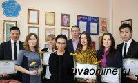 Именные стипендии из рук депутата Госдумы Ларисы Шойгу получили шесть студентов Тувинского госуниверситета
