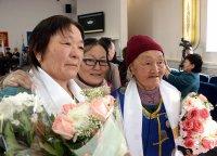 Глава Тувы и спикер Верховного Хурала поздравили землячек с Международным женским днем