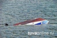 В Чаа-Хольском районе на Саяно-Шушенском водохранилище перевернулась моторная лодка