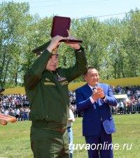 Герой России Сергей Шойгу первым удостоен звания «Почетный гражданин Республики Тыва»