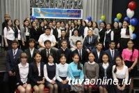 Лариса Шойгу в 3-й раз провела Бал успешных выпускников школ Тувы