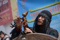 Театр кукол начинает выступления в детских лагерях отдыха Тувы