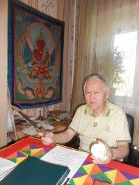 Известный врачеватель Серенот-башкы написал книгу по истории тувинских священнослужителей