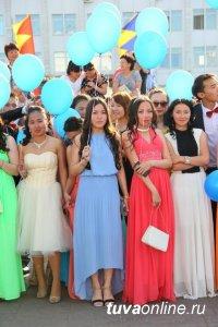 В школах Тувы 27 июня пройдут выпускные балы