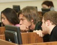 Студентам разрешили подавать документы в вузы через интернет
