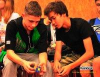 Кызыл: собрать Кубик Рубика за 8 секунд!
