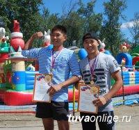Студенты иркутских вузов Майдыр Монгуш и Орлан Сарыглар - победители Первого заплыва на пластиковых бутылках