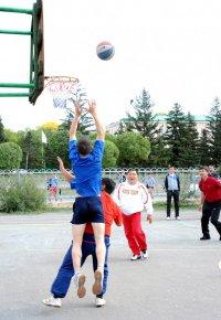 День физкультурника: Турнир по уличному баскетболу в Кызыле