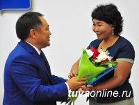 Глава Тувы вручил государственные награды в честь Дня Республики!