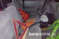 В Дзун-Хемчикском районе Тувы произошло опрокидывание автомашины, одна женщина погибла, трое детей пострадали