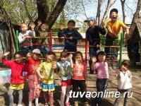 Руководители Кызыла поздравили работников детских садов города с профессиональным праздником