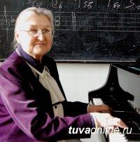 Поздравления с Днем рождения принимает исследователь тувинской музыки и биографий тувинских композиторов Зинаида Казанцева