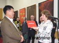 В Красноярске открылась персональная выставка известного тувинского художника Шоя Чурукa