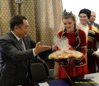Глава Тувы поздравил земляков и гостей республики с Днем народного единства!