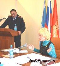 Депутаты горхурала Кызыла отметили организаторов Первого турнира по мини-футболу