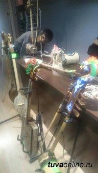 Шолбан Салчак - лучший изготовитель инструмента игил в Туве