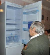 В Туве участников Великой Отечественной войны поздравляют с Новым годом и вручают им в подарок холодильники