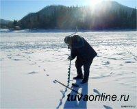 1 января на Большом Енисее любителям рыбалки рассказали об опасностях тонкого льда