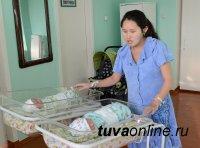 В Туве первыми в новом году родились двойняшки