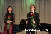 Кызыл: Московский гобоист Алексей Балашов и тувинская пианистка Анай-Хаак Балбан-оол совершили совместное путешествие в Италию