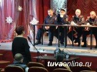 """Полицейские Кызыла обсудили с жителями микрорайона """"Башня"""" проблемы посуточных квартир и незаконной продажи алкоголя"""