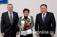 Глава Тувы вручил государственные награды деятелям, внесшим заметный вклад в развитие родной республики