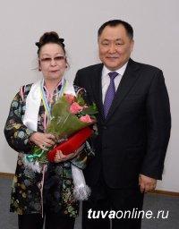 Известный режиссер детского театра Тувы Айлана Чадамба награждена орденом «Буян Бадыргы» III степени
