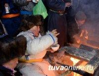 Глава Тувы встретил с земляками первые лучи солнца Нового года и помолился за благополучие страны и республики
