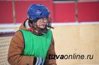 Кызыл: Команда авиаторов победила в мини-турнире по хоккею с мячом