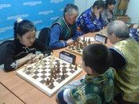 В Шагаа в Кызыле прошел Второй чемпионат по тувинским шахматам (хол-шыдыраа)