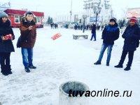 Кызыл: Энергосберегающую лампочку за меткое попадание мусором в урну
