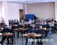 Шахматный турнир памяти Матпы Хомушку собрал более 50 любителей шахмат Тувы
