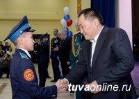 Глава Тувы Шолбан Кара-оол поздравил земляков с Днем защитника Отечества