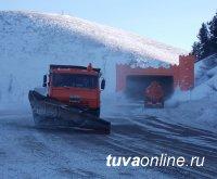 24-25 февраля на расчистку федеральной трассы М-54 «Енисей» направлено более 40 единиц снегоуборочной техники