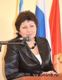 На здании школы № 2 г. Кызыла будет установлена мемориальная доска в память о Народном учителе Тувы Регине Рафаиловне Бегзи