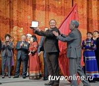 Национальный театр Тувы принимает поздравления с юбилеем