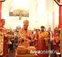 В Туве ночным богослужением в православных храмах встретили Пасху
