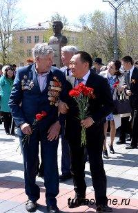 В Кызыле состоялась торжественная церемония возложения венков мемориалу павших воинов