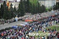 В столице Тувы, несмотря на пасмурную погоду, Парад Победы собрал несколько тысяч зрителей