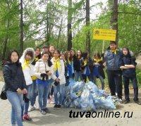 Школьники Кызыла очистили от мусора берега протоки в Национальном парке