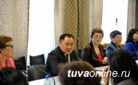 Премьер Шолбан Кара-оол провел открытый диалог с учителями русского языка