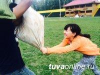 В Национальном парке Тувы можно покататься на самых разных аттракционах, измерить давление и подраться подушками