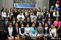 Депутат Госдумы Лариса Шойгу пожелала выпускникам школ Тувы успехов