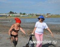 """Тувинские """"единороссы"""" провели экологическую акцию на озере Дус-Холь"""