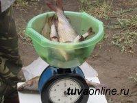 В День рыбака Аржаан Ондар выловил хариуса больше 1 кг весом