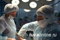 В Томске проведена редкая операция по удалению опухоли из матки беременной женщины