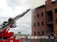 В Кызыле потушен крупный пожар в складском помещении